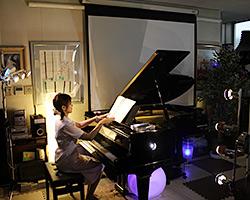 グランドピアノで心を癒します